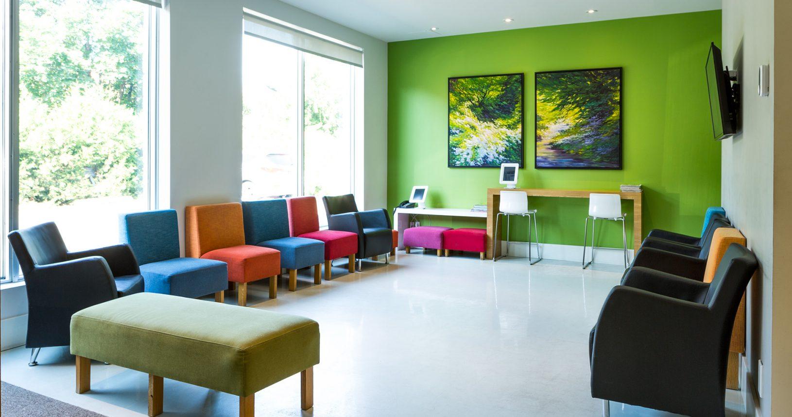 Salle d'attente clinique dentaire